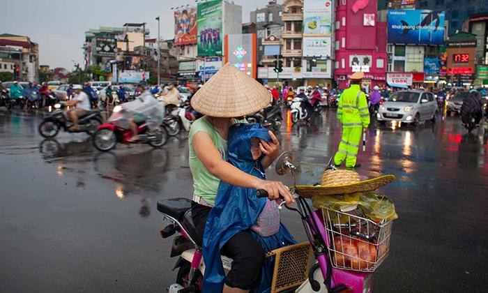 Мопеды и скутеры являются основным видом транспорта во Вьетнаме.