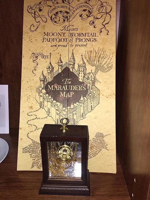 Лунатик, Сохатый, Бродяга и Хвост торжественно представляют Карту Мародеров.