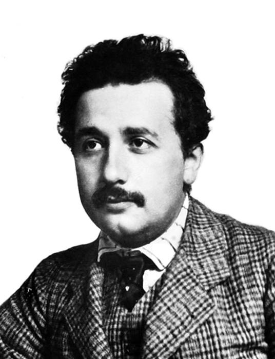 Альберт Эйнштейн в возрасте 25 лет.