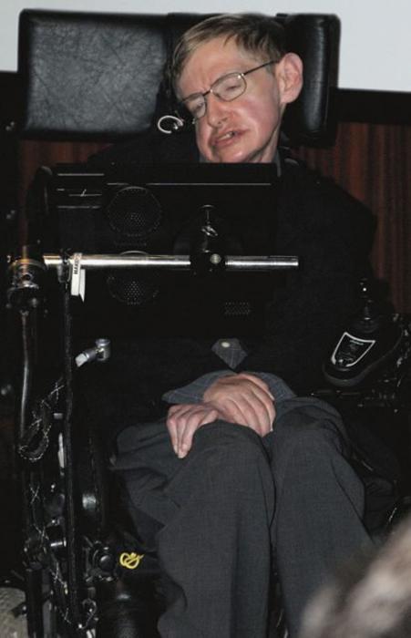 Стивен Хокинг в Париже во время презентации его работы *Кратчайшая история времени.*