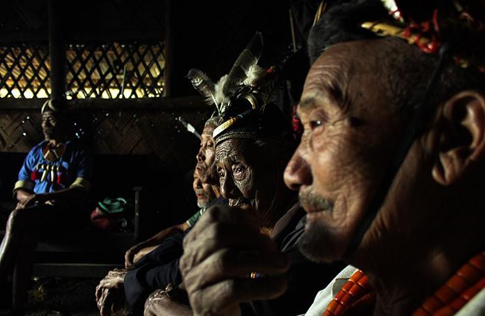 Чтобы запечатлеть головорезов, Виктор Стадниченко отправился в горы на северо-восток Индии, где живет племя. Фото: Wiktor Stadniczenko.