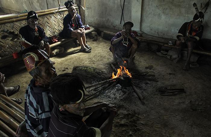 Рога на головных уборах людей Кониак принадлежат животным, которых убили сами аборигены. Фото: Wiktor Stadniczenko.