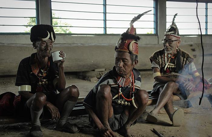 Одежда аборигенов сочетает как современную одежду, так и традиционную. Фото: Wiktor Stadniczenko.