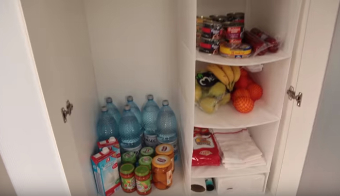 Иону также купили немного еды, чтобы он мог сразу заселиться в новое жилище.