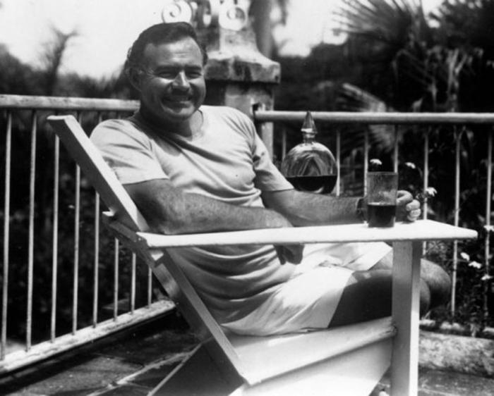 Писатель у себя дома на Кубе.