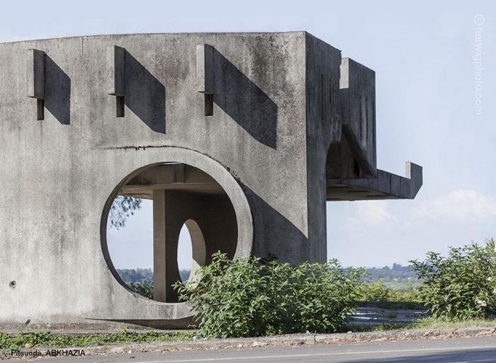 Пицунда, Абхазия.  Автор фото: Christopher Herwig.