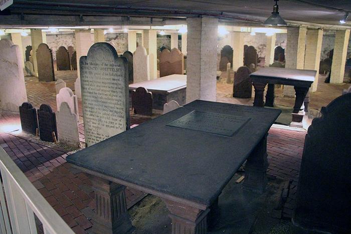 Основная часть кладбища осталась погребена под землей в районе центрального парка.