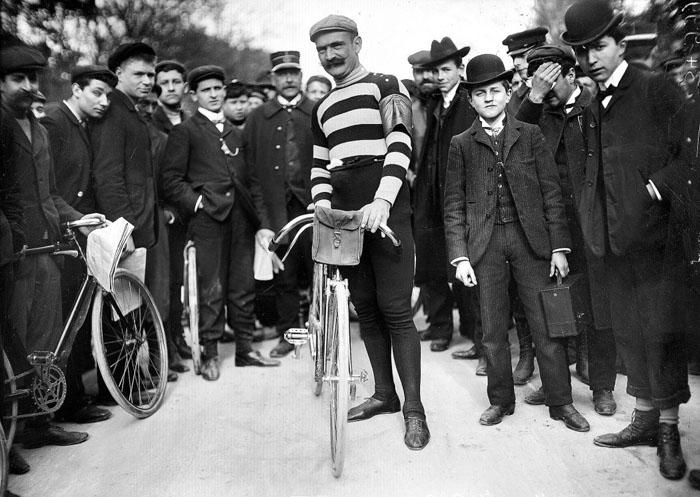 Велогонщик из Франции. Его подозревали в жульничестве в 1904г, однако в 1905г он выиграл три этапа и пришел по общим результатам вторым.