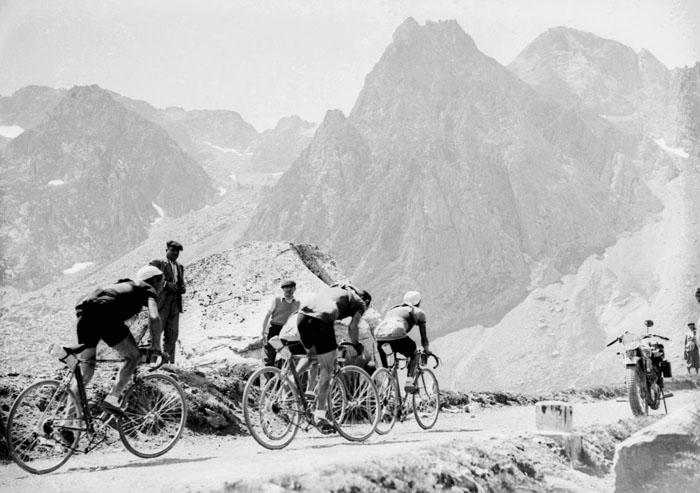 15-й этап гонки в 1937 году. Тогда победителем стал француз Роже Лапеби.