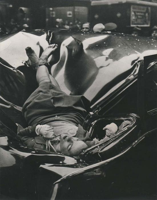 Evelyn McHale спрыгнула с Эмпайр Стейт Билдинг, 1947 г.