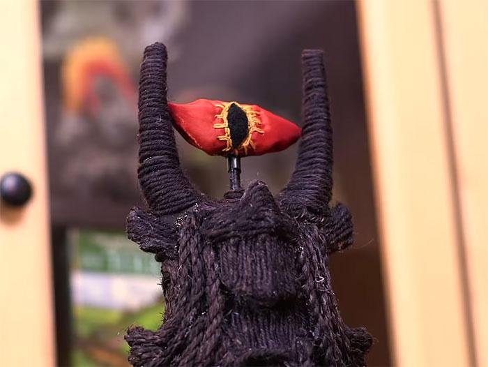 Глаз Саурона, сделанный из ткани.