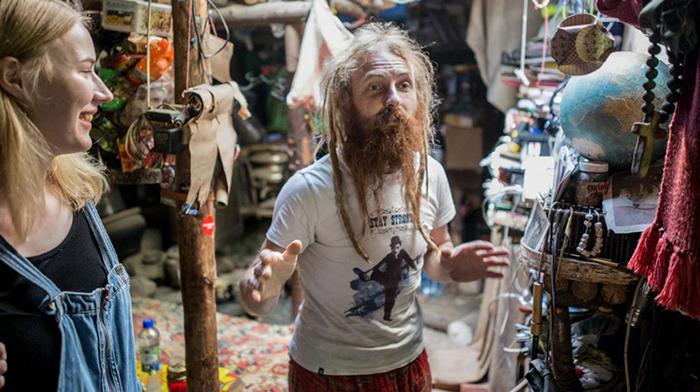 Юрий почти никогда не покидает свое жилище, предпочитая, чтобы не он ездил к людям, а они к нему. Фото: Daily Storm.