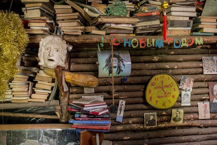 Все свои книги Юрий регистрирует в системе буккроссинга. Фото: Daily Storm.
