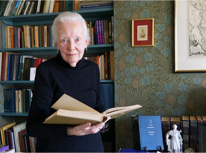 Хобсон привезла из Москвы 200 книг.