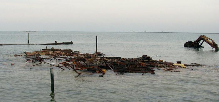 Остров сейчас во время прилива.