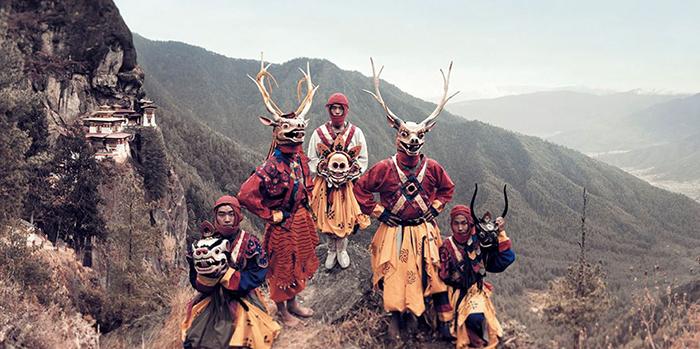 Танцоры в масках, Паро, Бутан.