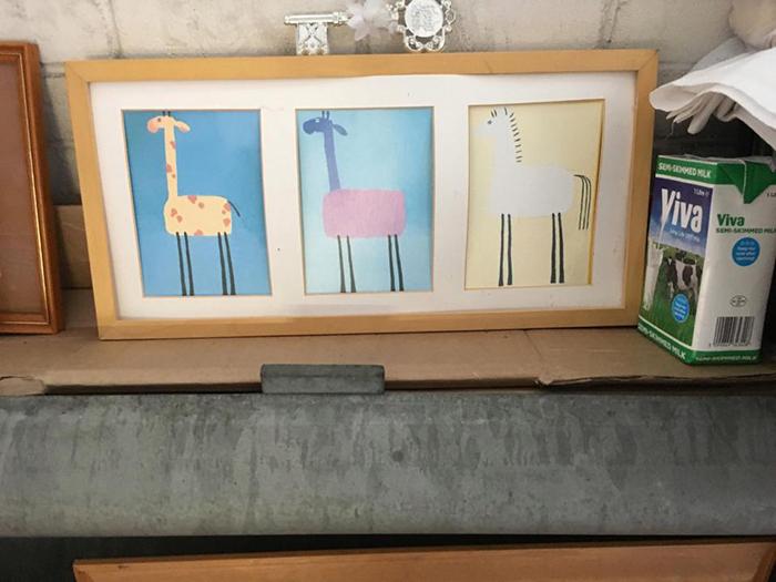 В новом жилище Пола можно найти самые разные картины.