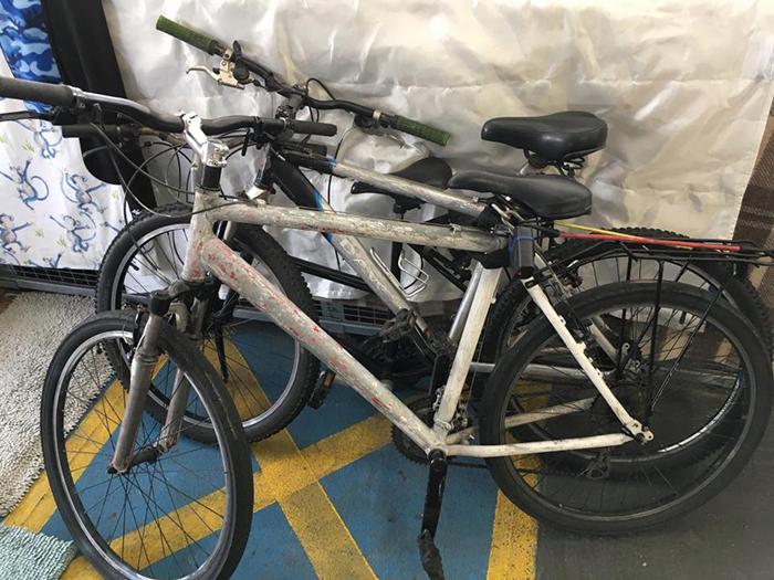 У Пола даже есть собственный велосипед.