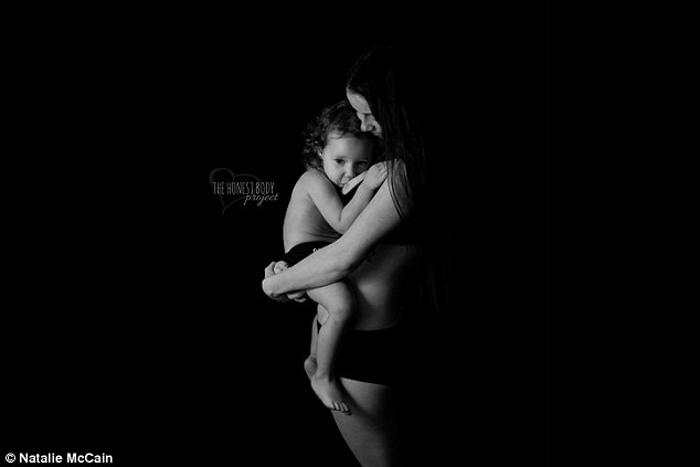 *Я надеюсь, что я смогу чувствовать себя более уверенной, когда я кормлю дочь.*  Фото: Natalie McCain.