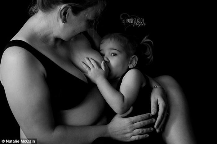 Многие матери видят только плюсы в кормлении детей грудным молоком. Фото: Natalie McCain.