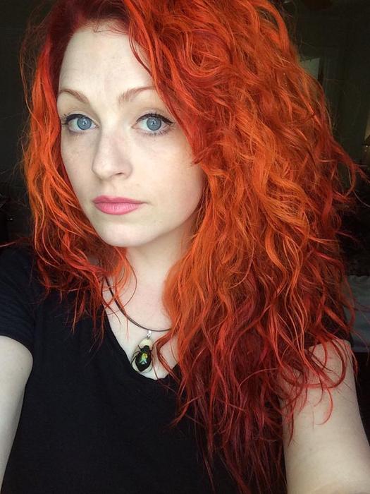Урсула Гофф меняет свои прически и цвет волос кардинальным способом.