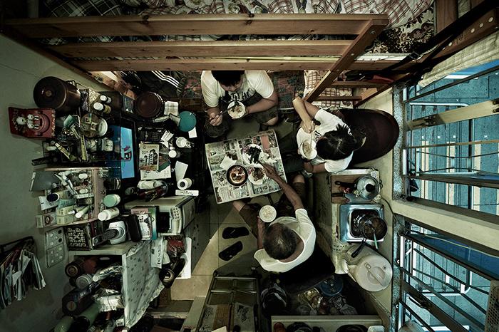 Сюда же приглашают друзей, здесь же отмечают праздники. Фото: Benny Lam.