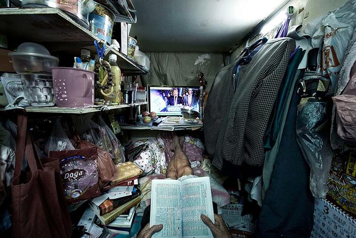 Квартиру в 40 кв. м. в Гонконге вполне могут разделить на 20 разделенных квартир и сдавать каждую из них в отдельности. Фото: Benny Lam.