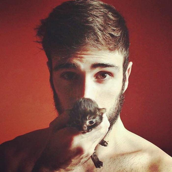 Горячие парни с котятами. Instagram hotdudeswithkittens.
