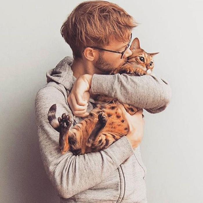 осень мужик с котенком картинка она