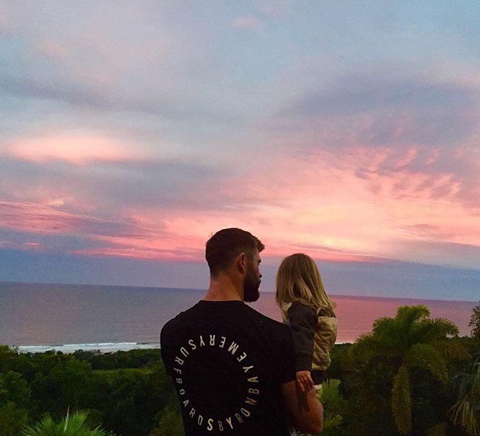 *Картинка стоит тысячи слов, мой малыш может сказать всего четыре, но он все равно прекраснее, чем этот закат.*