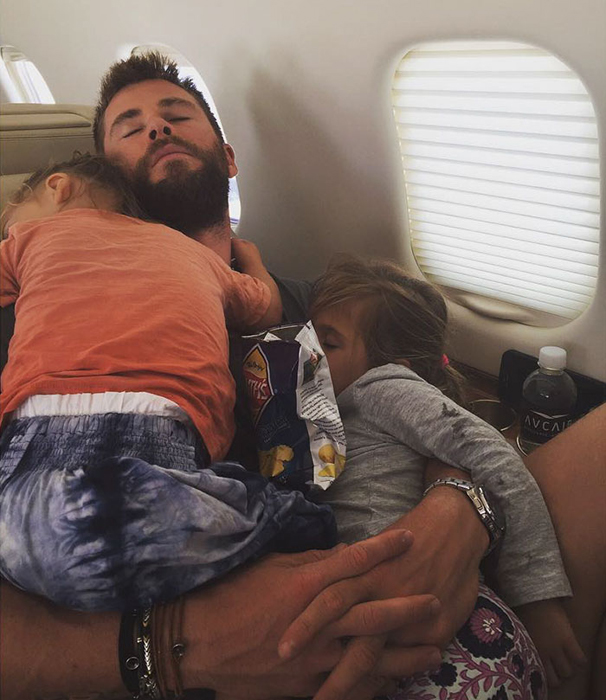 Нет ничего лучше, чем спать у папы на руках.