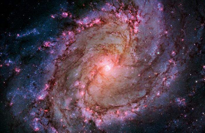 Позиция: 13h 37m, –29°, 51', расстояние от Земли: 15,000,000 св.лет, прибор/год: WFC3/UVIS, 2009–2012.