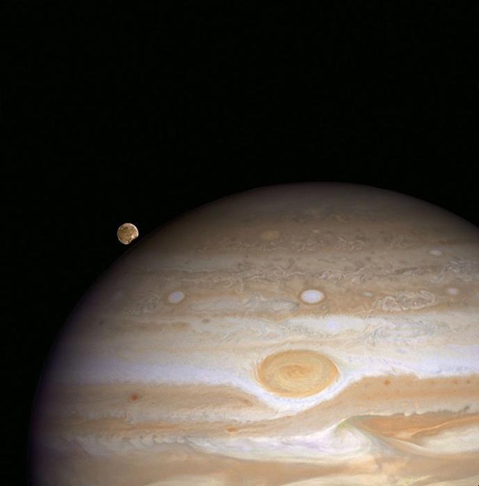 Posição: inconstante, a distância da Terra: 443000000 mi, dispositivo / ano: WFPC2 de 2007.
