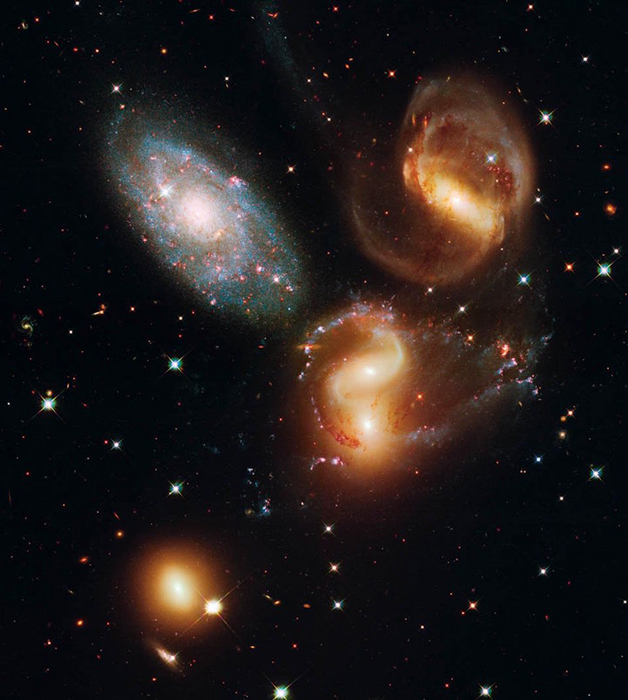 Позиция: 22h 35m, +33°, 57', расстояние от Земли: 290,000,000 св.лет,  прибор/год: WFC3/UVIS, 2009.