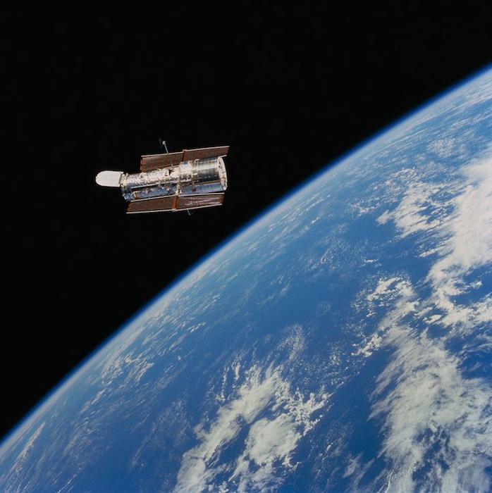 Позиция: орбита Земли, расстояние от Земли:  350 mi, Фото Space Shuttle Crew, 1999.