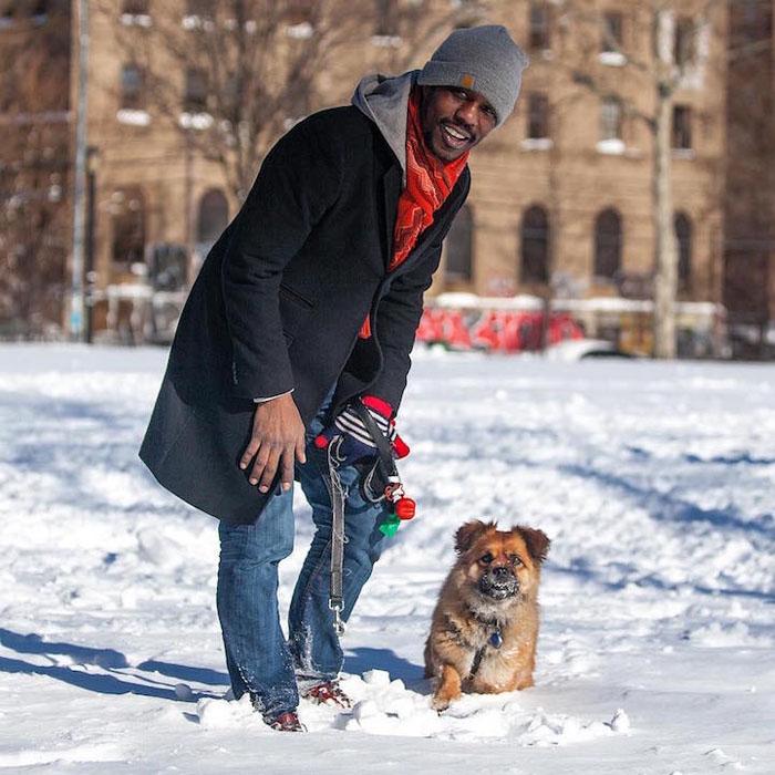 Ему около 4х лет, он наполовину пекинес, наполовину чау-чау. Я забрал его из приюта в Джорджии, думал, он испугается здесь снега. А он от него в восторге!