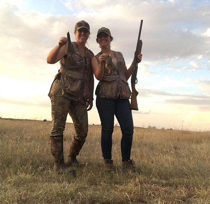 Аманда (справа) приобщилась к охоте, когда ей было всего 2-3 года.