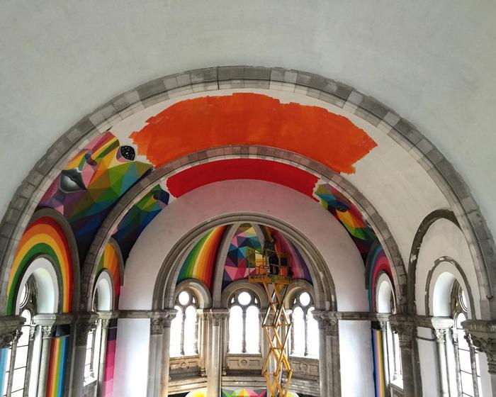 Процесс создания граффити в церкви.