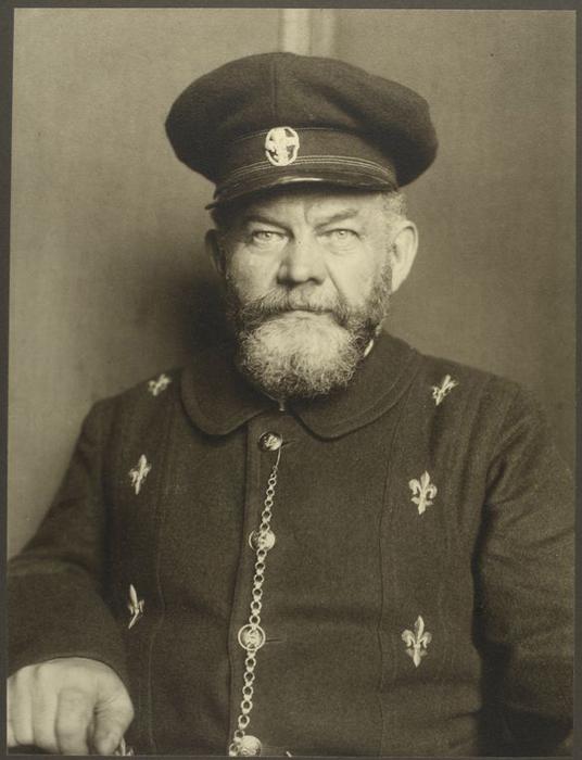 Пожилой мужчина из Дании.