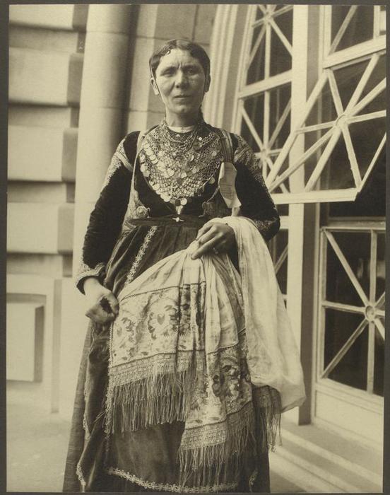Женщина из Греции.