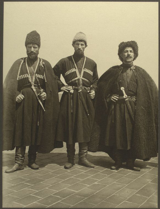 Трое мужчин из России.