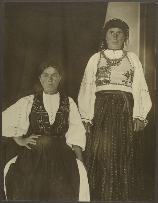 Две женщины из Румынии.
