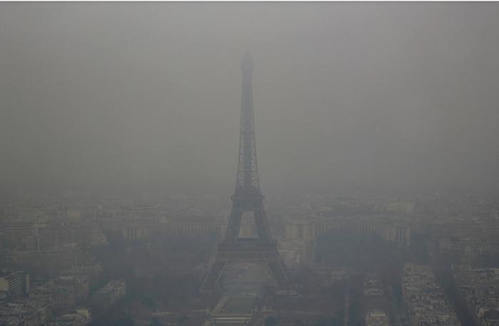 Смог в Париже.