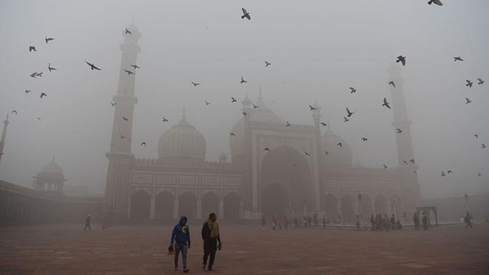 Тандж-Махал в смоге.