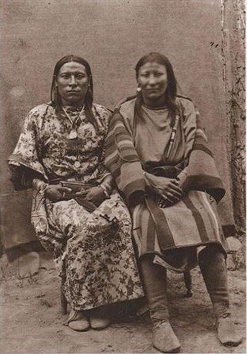 Ош-Тиш со своей женой.