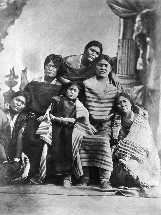 Женщины и дети Навахо. 1864–1868.
