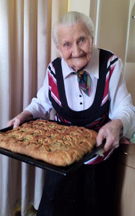 По признаниям бабушки, она уже не мыслит своей жизни без Интернета.