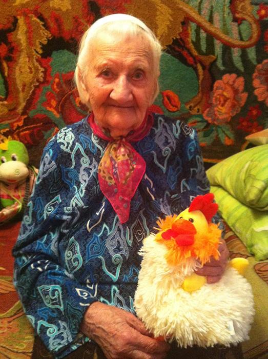 Бабушка *заразила* интересом к Интернету своих подруг по интернату.