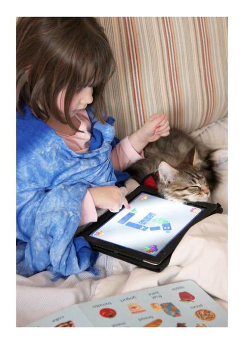Кошка помогла Айрис Грейс справиться с некоторыми проявлениями болезни.