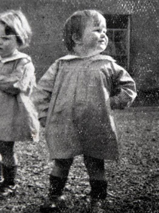 Эйлин в возрасте двух лет.
